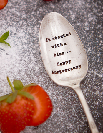 "Dried teaspoon ""It's a happy birthday"""