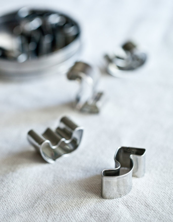 9 Numeral Cookie Cutters With Metal Storage Tin