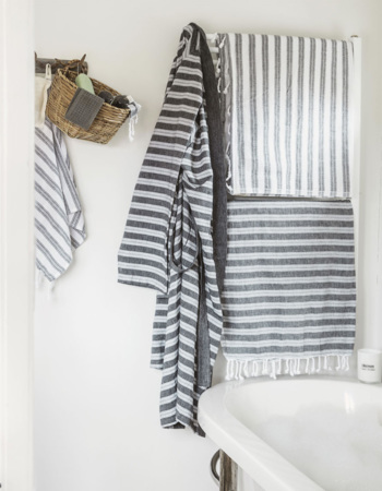 Hammam towel black / white 100 x 180